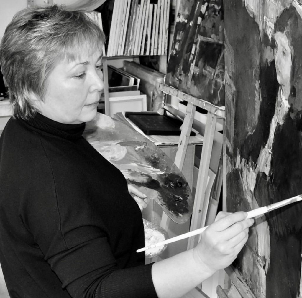 Image of Julia Hawkins painting at the easel